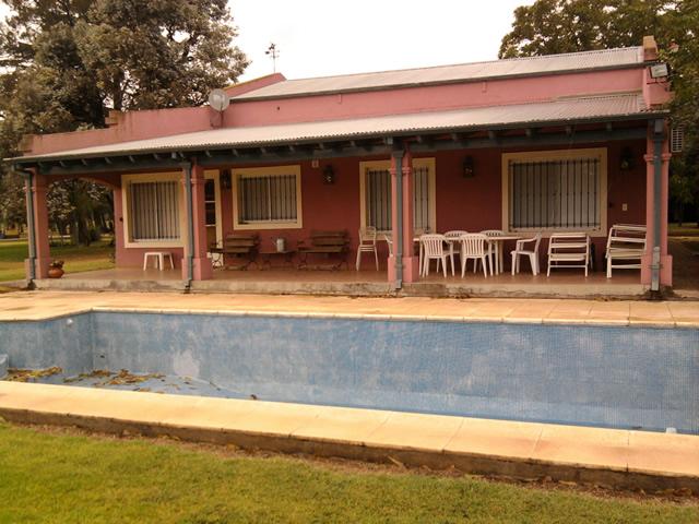 Casa de campo villa jardin i for Apartamentos villa jardin cambrils