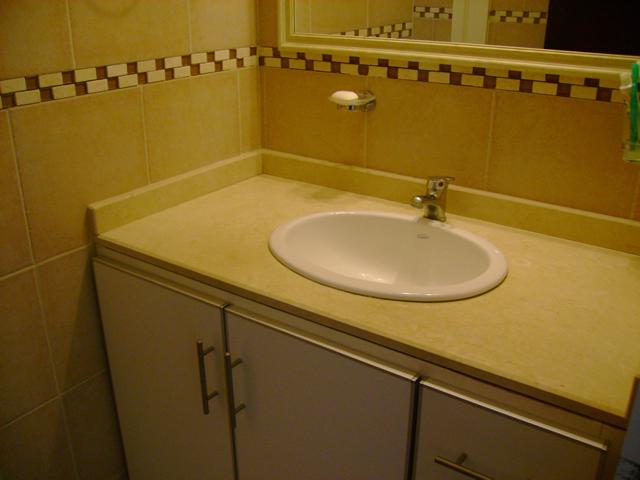 Baño Vista En Planta:Otra vista baño con mesada de mármol y mueble